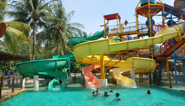 Wahana Bermain di Waterboom PIK