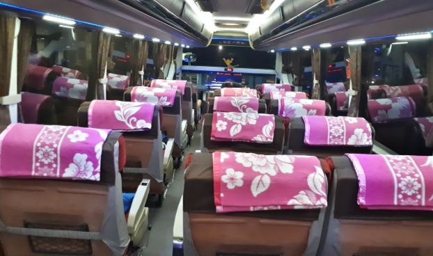 Interior Bus Malam